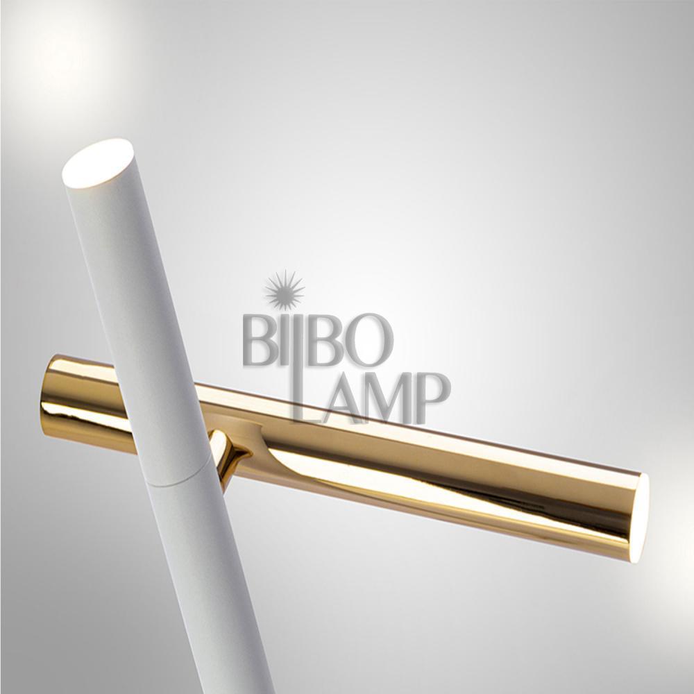 Lámpara de Sobremesa Varas en Led de 2 luces combinada en Oro y Blanco mate de Bilbolamp
